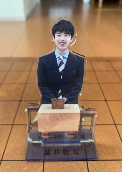 藤井聡太がSixTONESを参考にして作ったアクリルスタンド