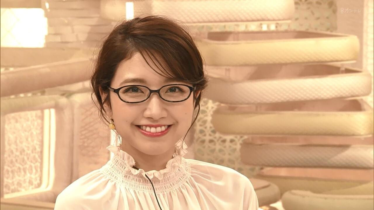三田友梨佳アナのメガネ姿